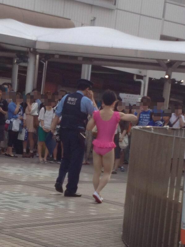 【静岡】43歳女「暑かったので、服を脱いだ」 駅前でブラジャーとパンティーだけの姿に…公然わいせつ容疑で逮捕★6©2ch.netYouTube動画>7本 ->画像>183枚